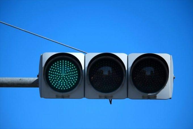 青信号、渡るな危険